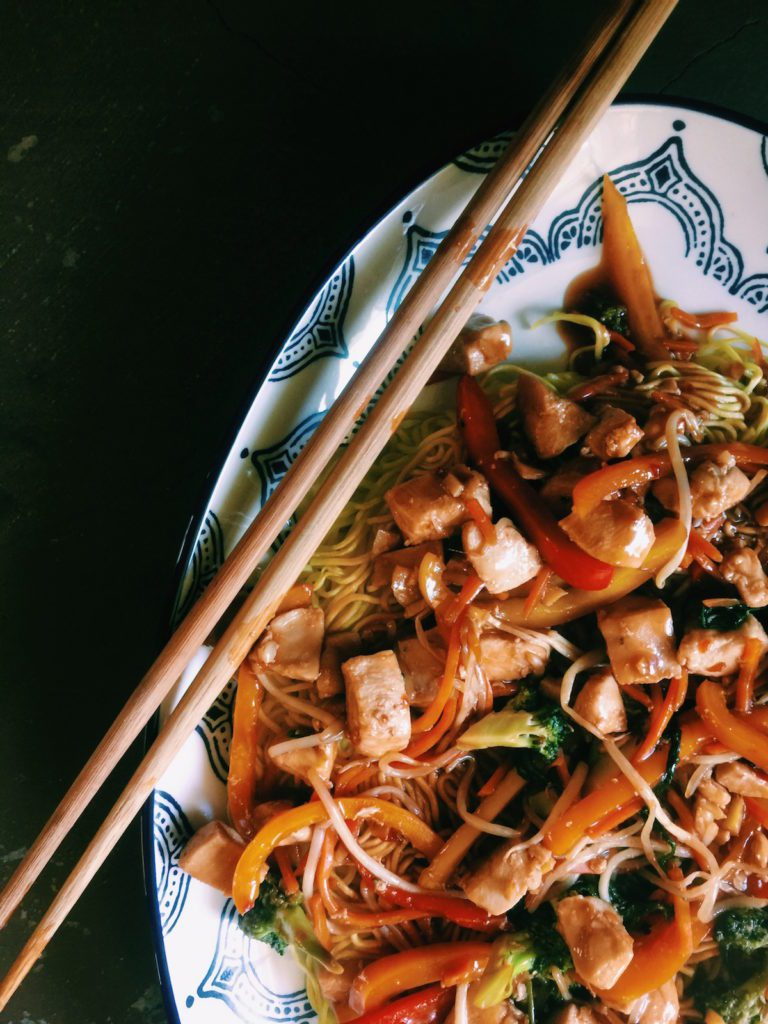 chicken + veggie chow mein | DisplacedHousewife