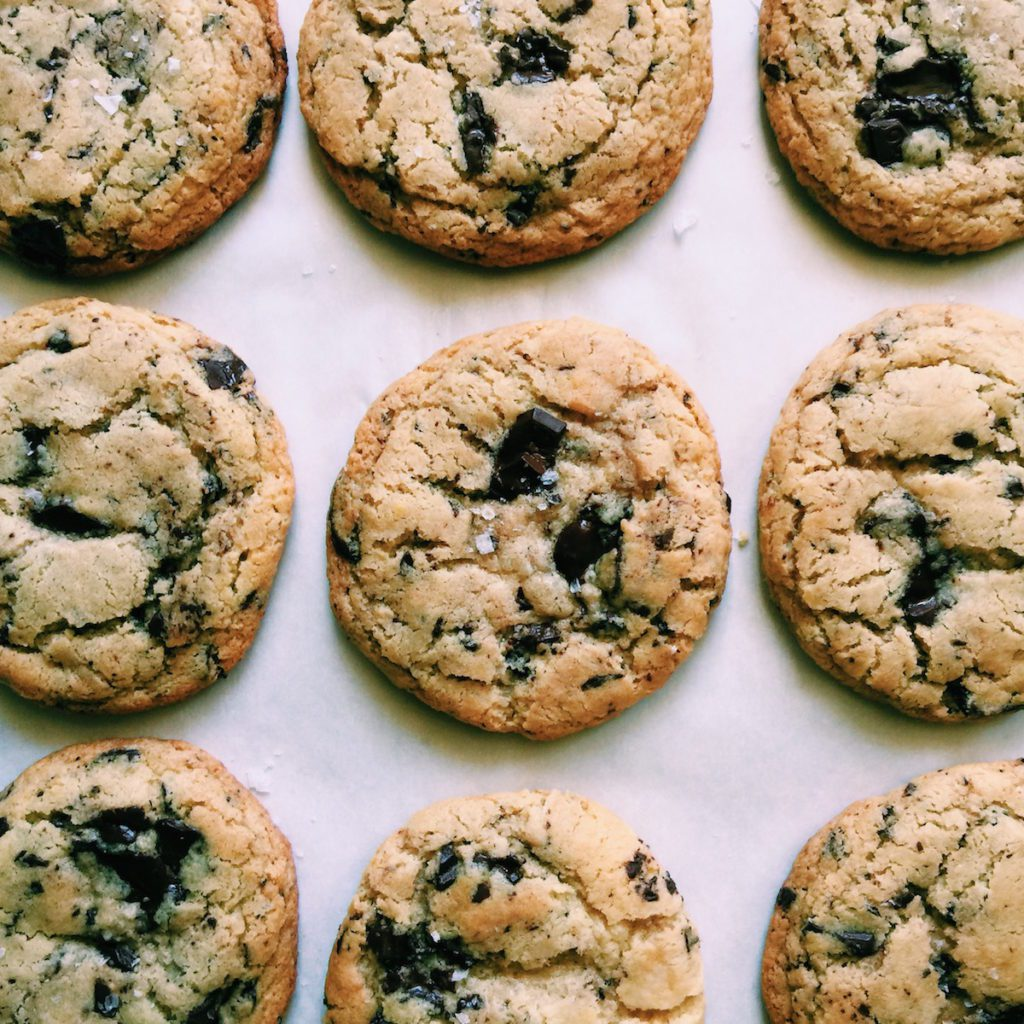 the best gluten-free brown butter chocolate chip cookies ever | Recipe via DisplacedHousewife