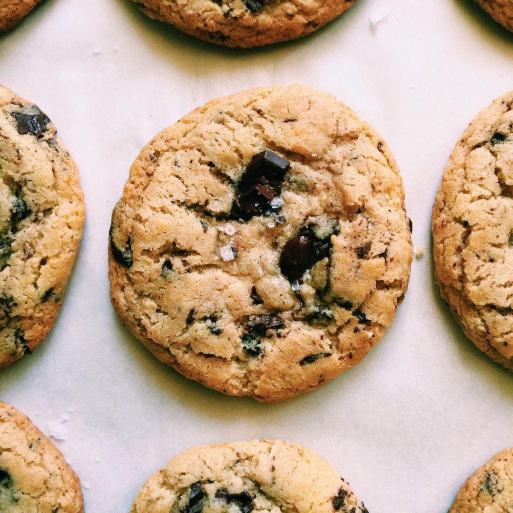 the best gluten-free chocolate chip cookie ever | Recipe via DisplacedHousewife