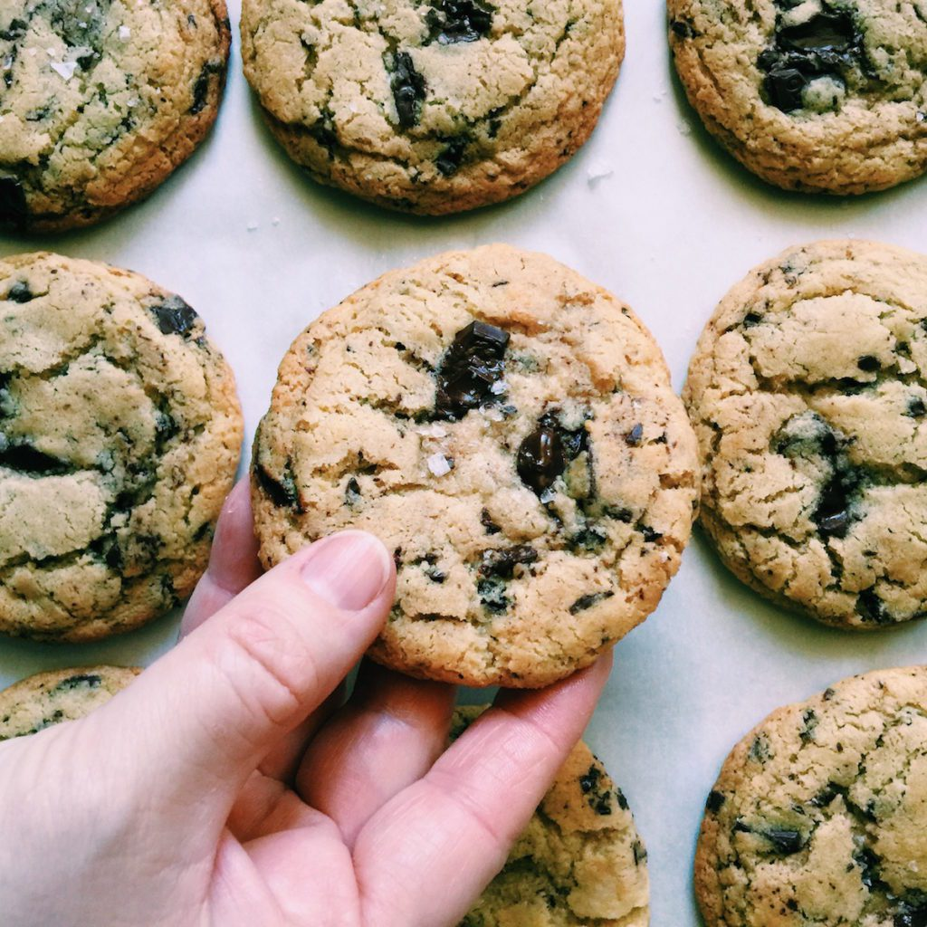the best gluten-free brown butter chocolate chip cookie ever | Recipe via DisplacedHousewife