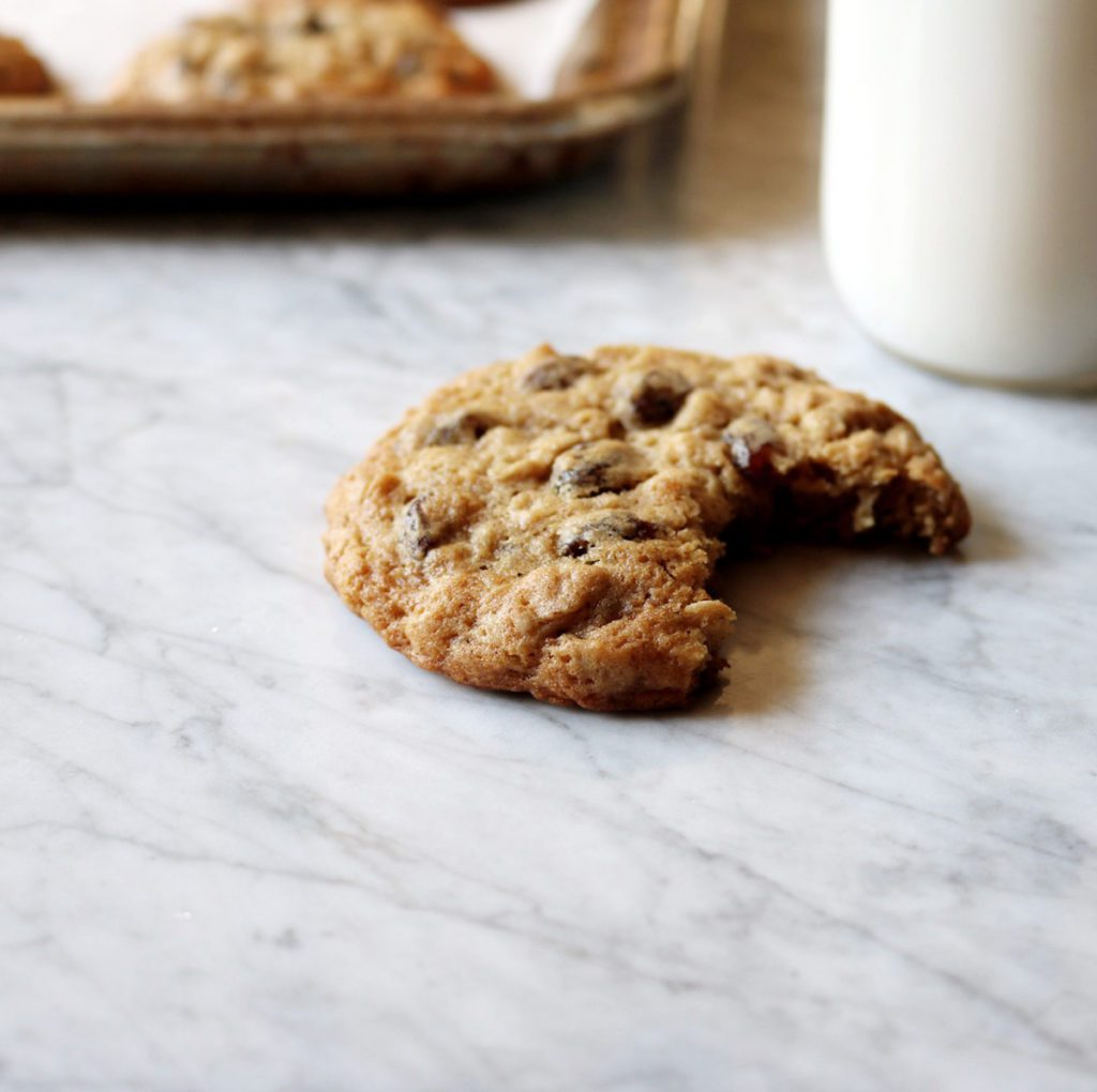 Classic Oatmeal Raisin Cookies | Recipe via DisplacdHousewife | the classic cookie from your childhood...not too cakey, not too thin, just the right amount of chew + hella raisins!