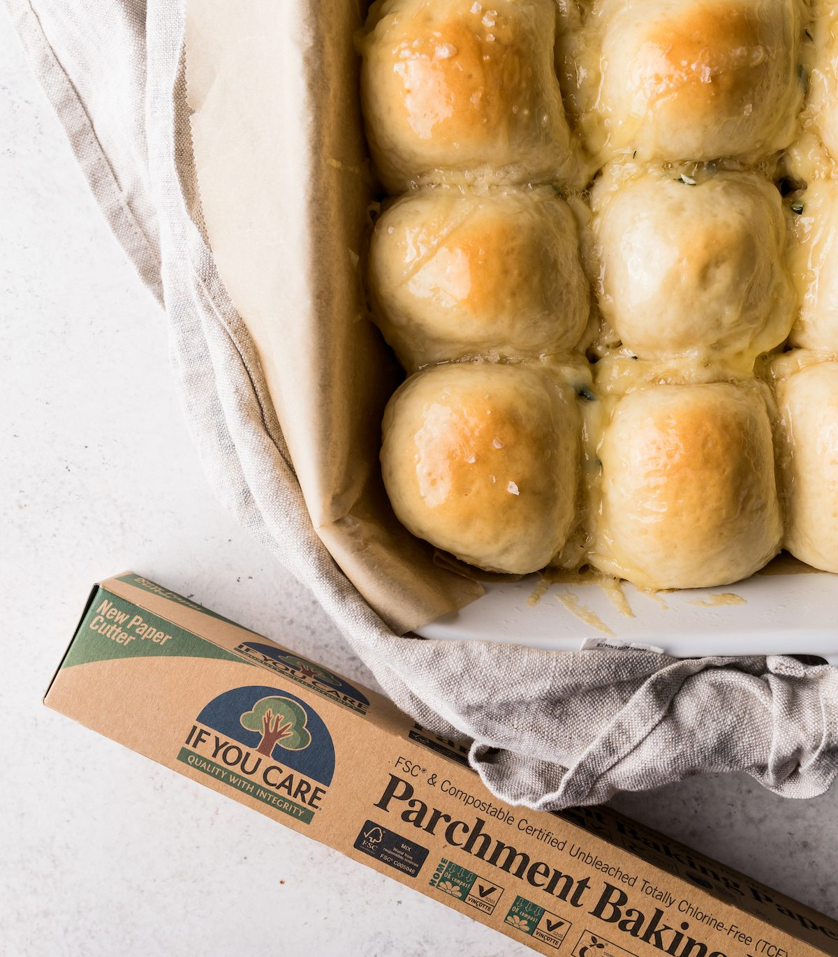Easy Cheesy Dinner Rolls | Recipe via DisplacedHousewife Rebecca Firth